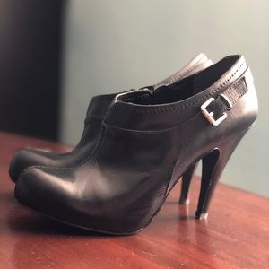 Nine West Black Leather Booties Size 8